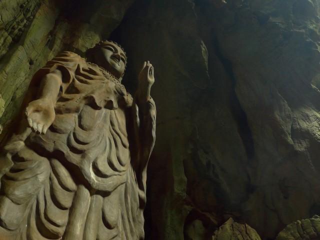 Неподалеку, как водится, пагода, пещеры и тд. и т.п.