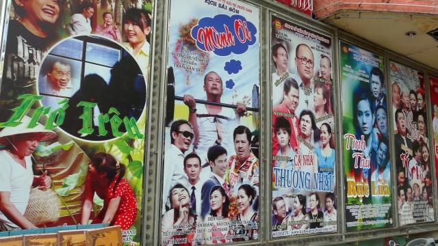 В Сайгоне очень жарко и душно. Но от идеи пересидеть самую жару в кинотеатре пришлось таки отказаться.