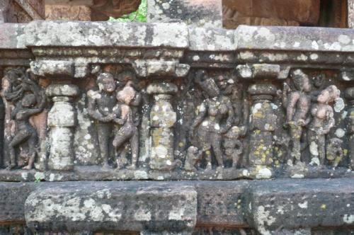 Украшения на одном из храмиков