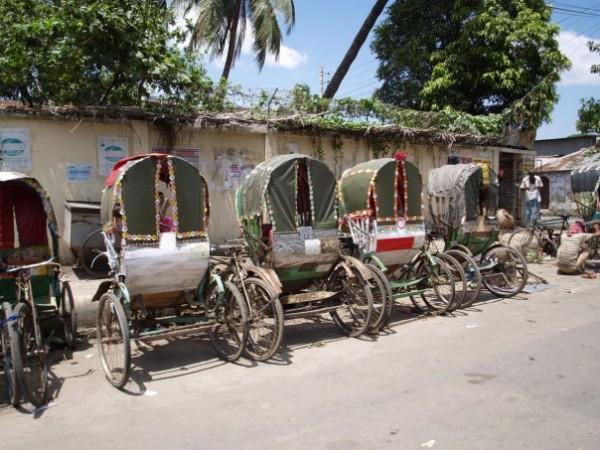 рикши на парковке