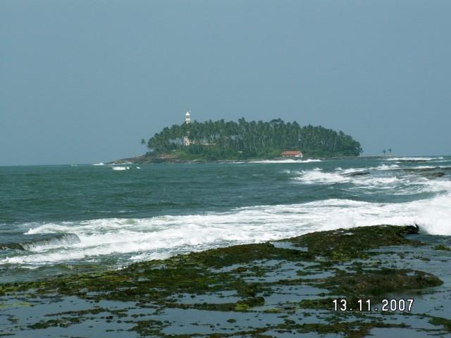 Островок с маяком.