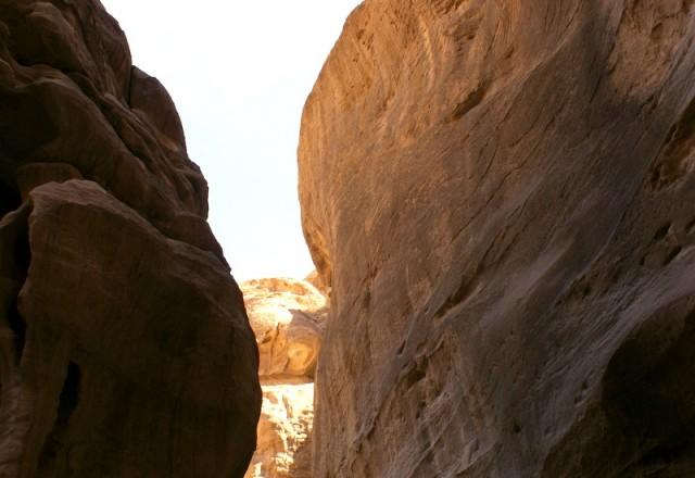 Высота ущелья достигает 100 м
