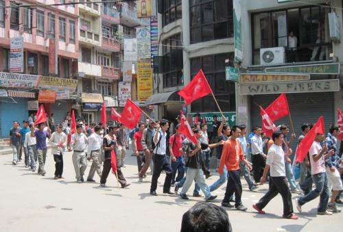 1 мая: проход колонны демонстрантов по Тамелю