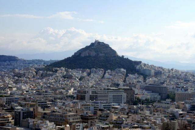 Холм Ликавитос. На вершине стоит церковь Св.Георгия