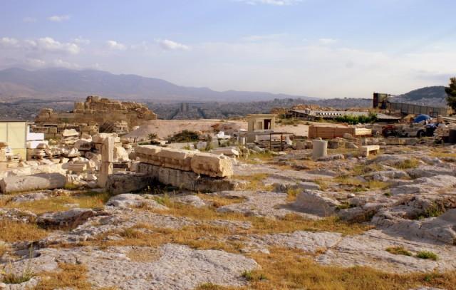 Акрополь - скала в центре Афин, на которой расположен всемирно известный храмовый комплекс