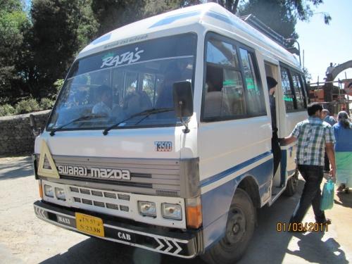 вот наш экскурссионный автобус без претензий мест на 20