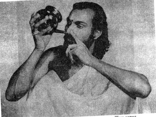 Щат-карма Дугдха-нети: Вливание молока в ноздри.