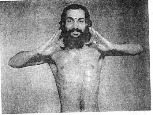 Укрепление тыльной стороны кистей: Согнув руки в локтях и расправив ладони, выгибаем кисти вверх.