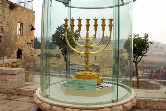 Вавилоняне разрушили Первый Храм и все золотые меноры были сломаны