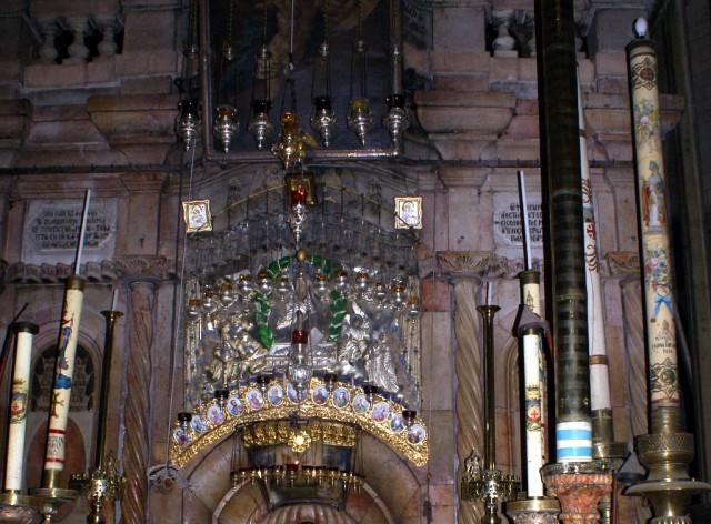 В галерее расположен алтарь, посвященный Страстям Христовым