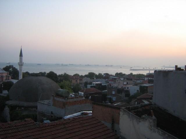 Вид с крыши отельчика, где мы чай пили