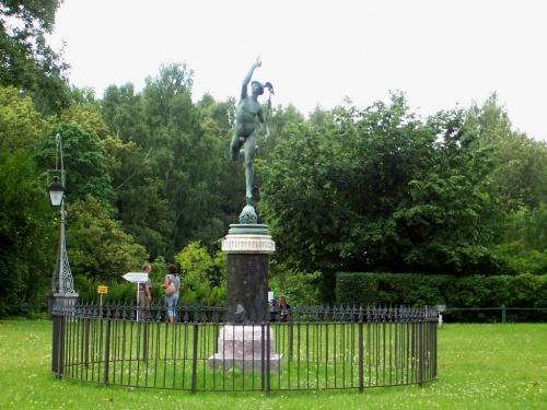 статуя Меркурия