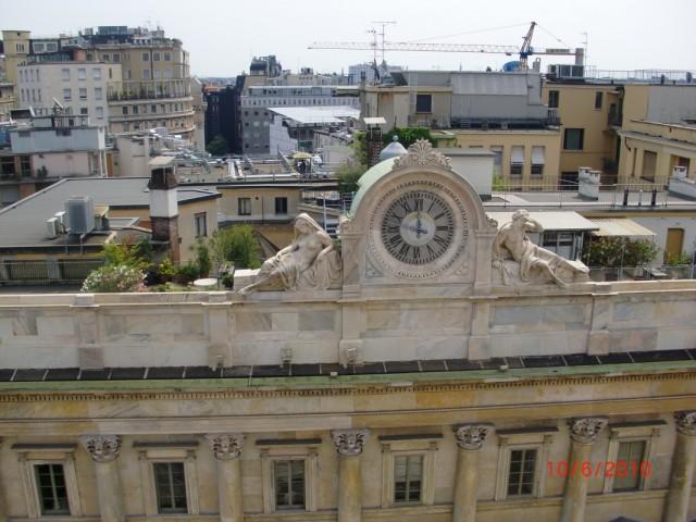 Вид на соседнее здание