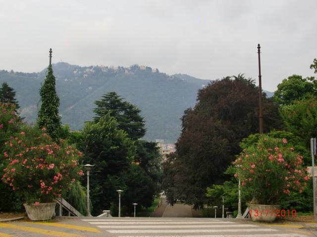 Городок Комо. Вверху и внизу.