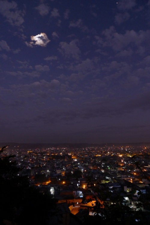Полная луна за облаком, Джайпур