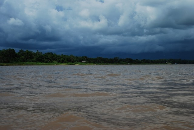 Предгрозовое небо над Амазонкой