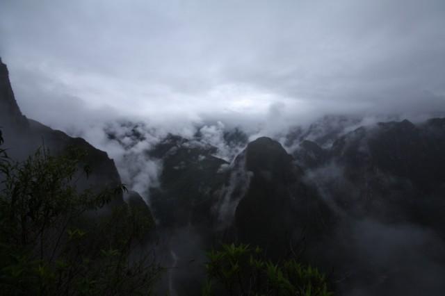 Облака укутывают сонные Анды