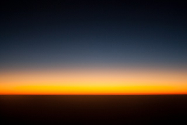 закат на высоте 10000 метров