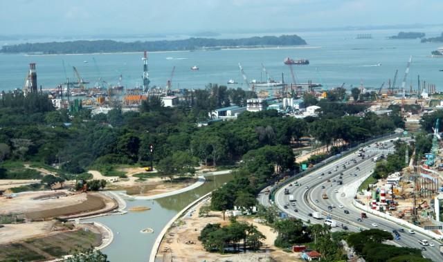 Морской порт - самый большой в мире