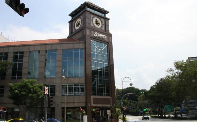 Многие здания носят имя основателя сэра Раффлза