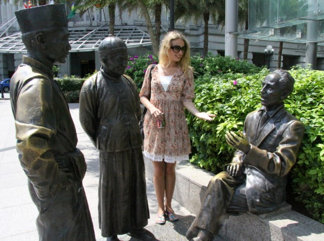 Переговоры сэра с султаном Хусейном и Те Менг Гонгом. Не помешаю? Ах, да левую руку подавать не принято...
