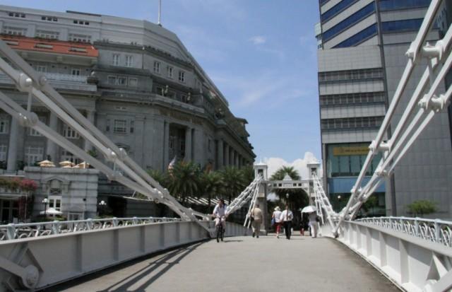 Пешеходный мост через реку Сингапур