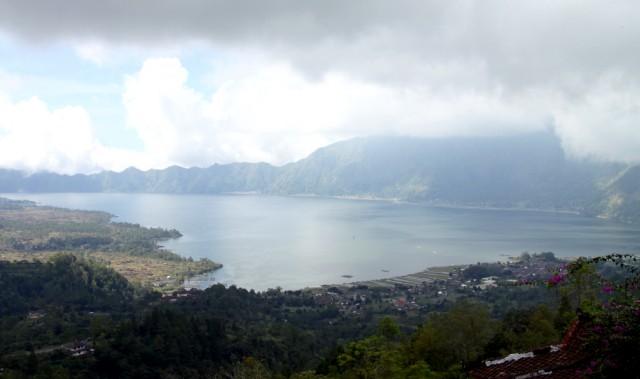 Горное озеро вулканического происхождения - Батур