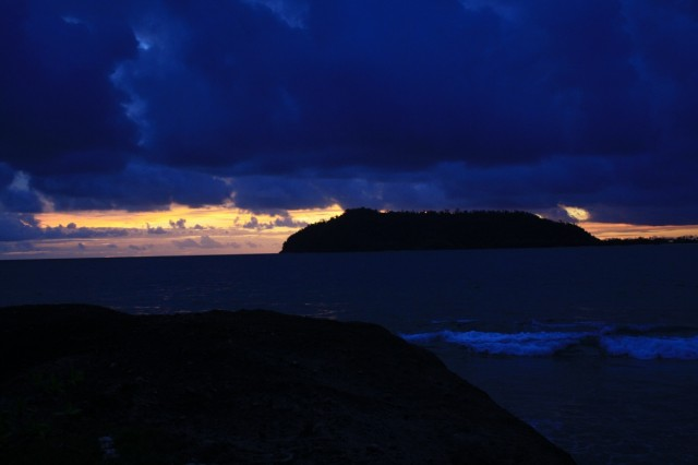 закат на острове у паданга