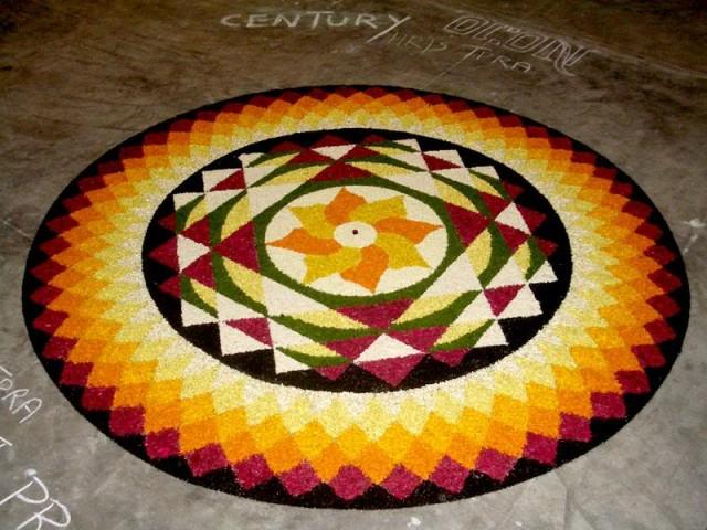 Керальский ритуальный ковёр из цветов