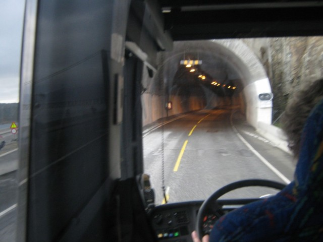 вьзжаем в длиннющий туннель