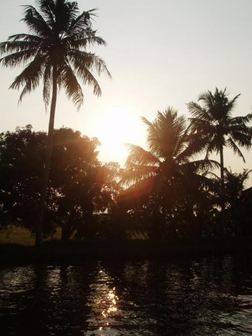 первый закат на реке