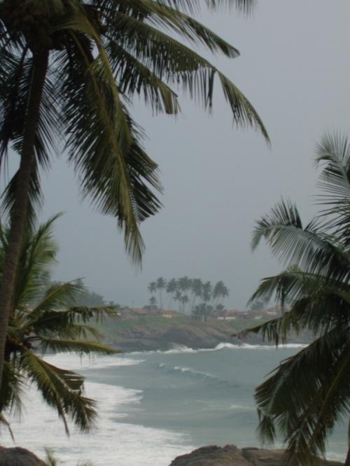 пляж с другой стороны маяка