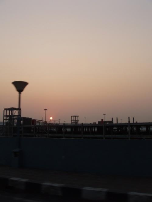 закат в мумбайском аэропорту поставил жирную точку в нашем отпуске