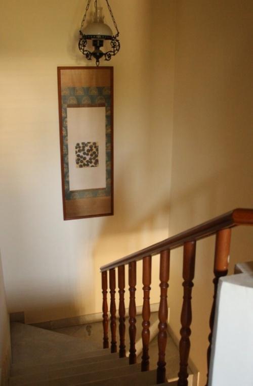 тканное панно на лестнице
