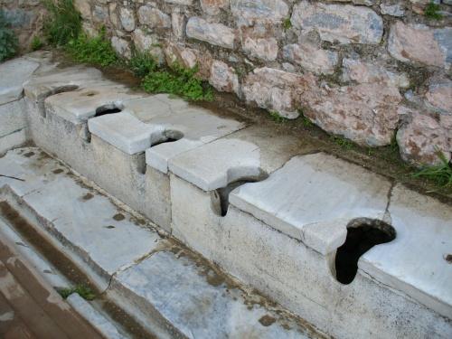 общественный туалет в г.Эфес
