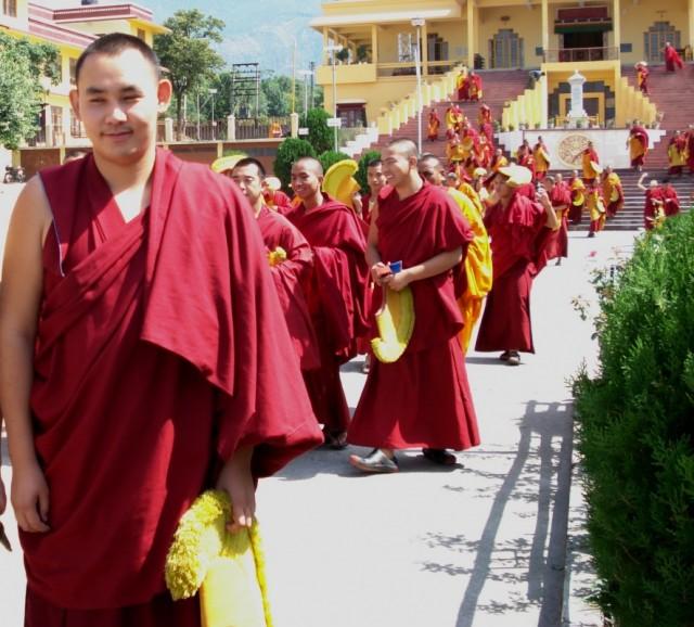 российский монах из тантрического монастыря Gyuto