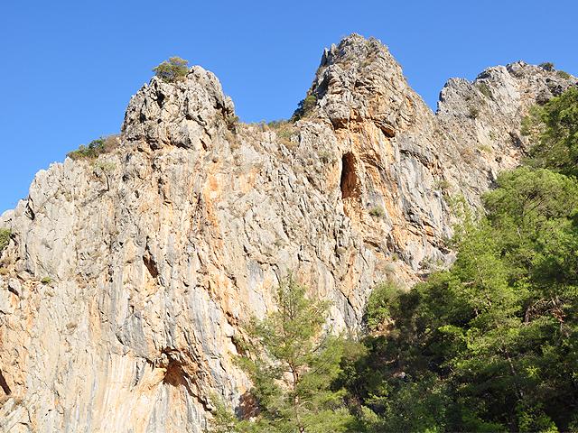 Скалы вокруг Олимпоса
