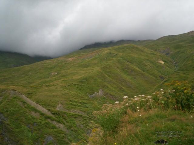 Сванетия. За тучей - гора Ушба :)