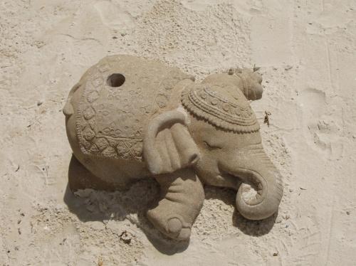 уставший слоник