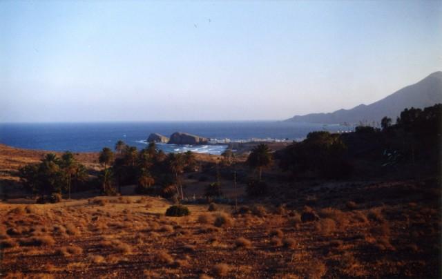 Островок Мавра (вдали)