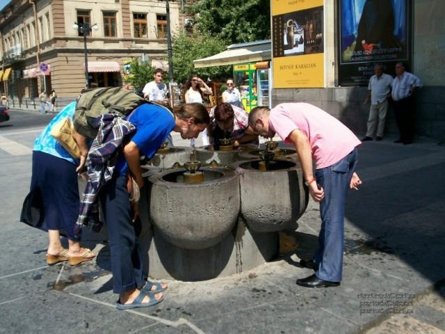Ереван. Многоместная общественная поилка