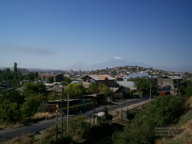 Ереван. Вдалеке - Арарат
