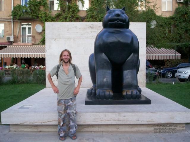 Ереван. Паматник жирному коту (фотограф Ксения Жужа)