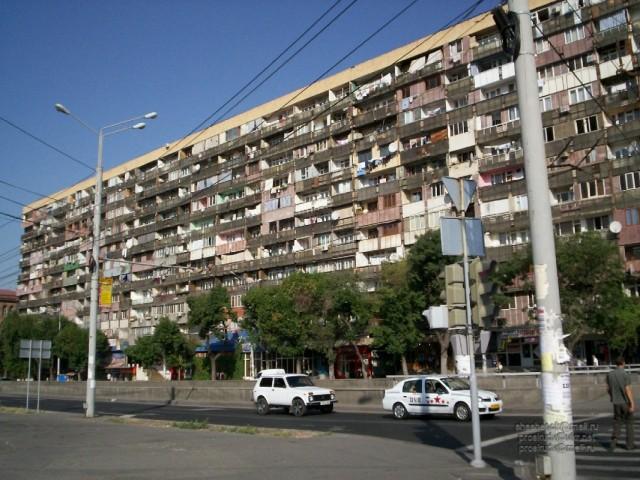 Ереван. Дом-балкон