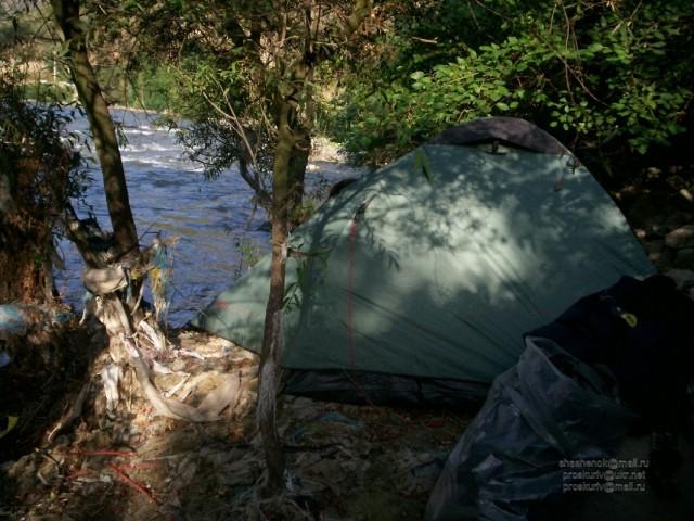 Алаверди. Палатка с входом из реки
