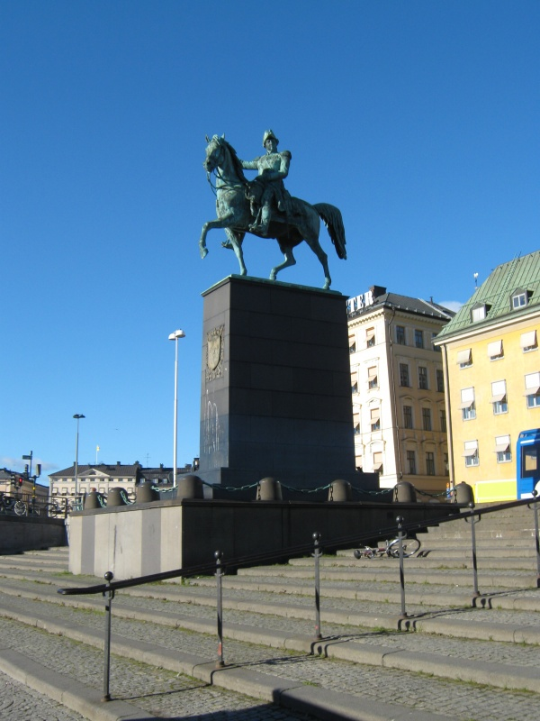 Памятник Карлу 14-ому