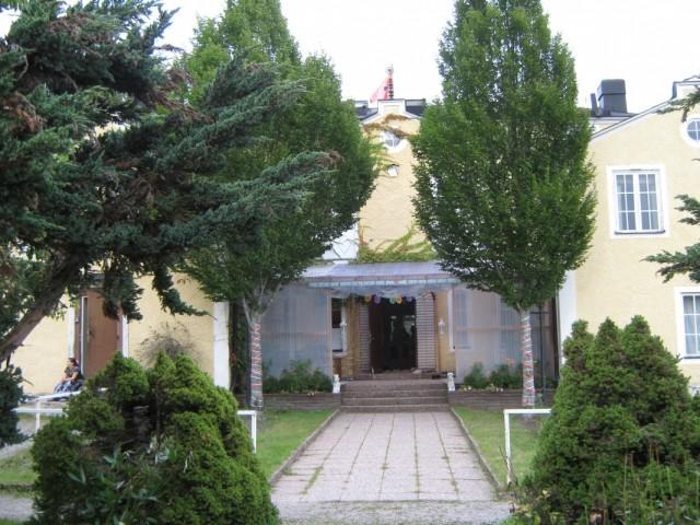 Центральное здание где находится алтарная