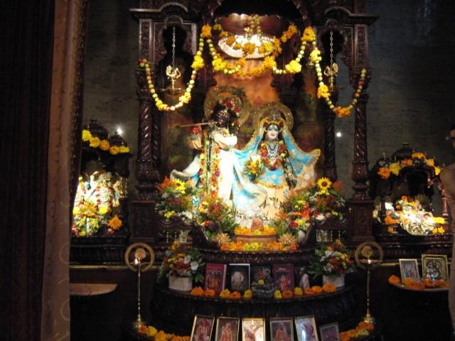 Шри-Шри Гандхарвика - Гиридхари