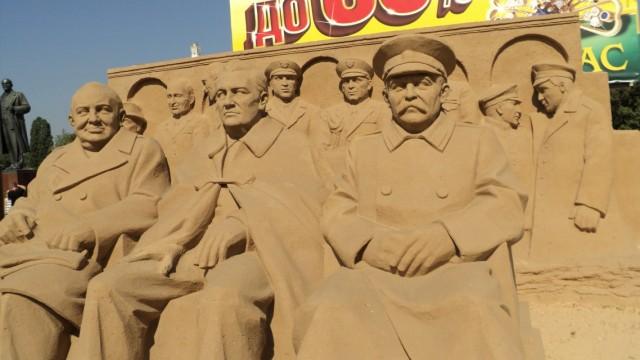 Скульптуры из песка.