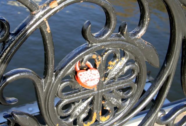 Любовь на замок, ключ в воду